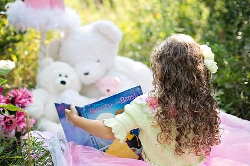 little-girl-reading-912380__340